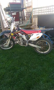 Im selling my 2007 honda crf250r dirt bike