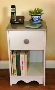 VINTAGE BEDSIDE/END TABLE