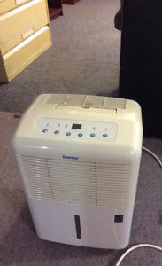 DANBY DEHUMIDIFIER MODEL: DDR2507EE WORKS GREAT!