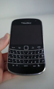 Great Condition Blackberry Bold 9900 with Charger - No Battery