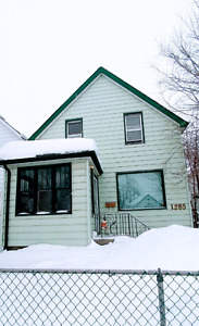 Beautiful 3 bedroom house for rent.  April 1