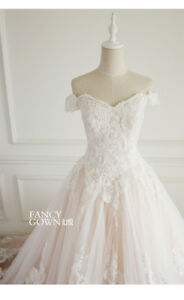 Brand new wedding gown (quality and fitting guranteed)