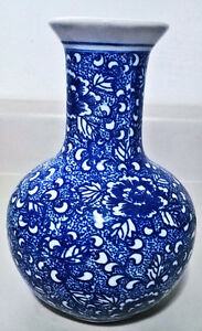 Antique Blue and White Chinese Porcelain Vase of Qing Dynasty