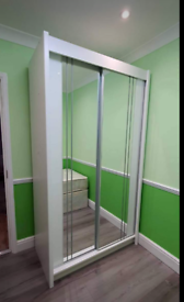 MIDDLE MIRRORED WARDROBES