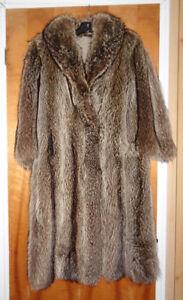 Manteau fourrure (femme) chat sauvage  très propre