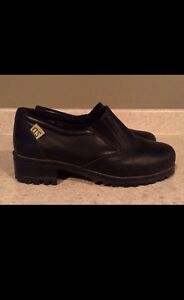 LADIES SIZE 7 STEEL TOE SHOES