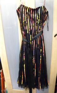 Robe de bal 30$/Aussi d'autres jolis vêtements à prix différents