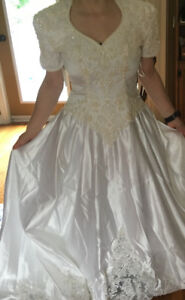 Selling a unique wedding dress