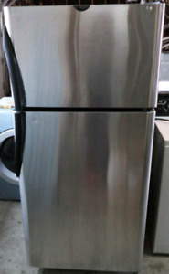 FRIGIDAIRE STAINLESS STEEL FRIDGE FOR SALE!