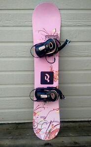 Snowboard enfant et fixations