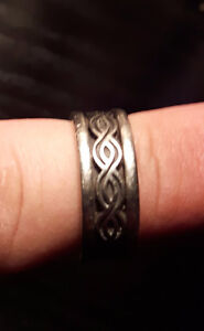 Wedding ring with matching band and mans wedding patterned band. Peterborough Peterborough Area image 6