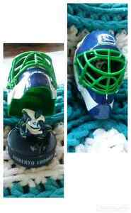 2009 NHL Vancouver Canucks Goalie Mask Regina Regina Area image 1