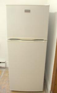 Réfrigérateur Frigidaire 24 po modèle récente