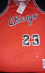 Michael Jordan signed Chicago Bulls jersey with UDA coa