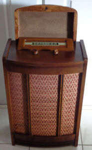 Rogers Majestic Model R147 Radio