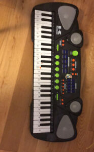 4  like new beginner piano books and a key board asking for $50