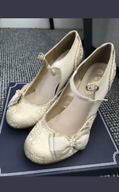 Ruby Shoo Maria size 6 cream and gold