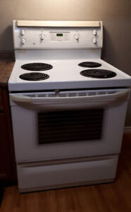 """30"""" GE white stove- Excellent Condition*"""