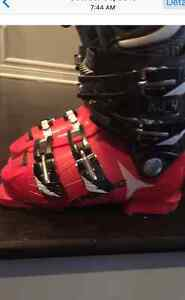 Gently used downhill boots kids or small adult foot