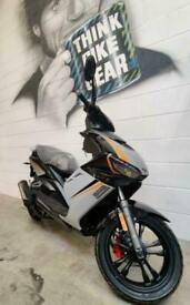 Lexmoto Diablo 125 EFI CBT Learner Legal 125cc Scooter - Black Orange