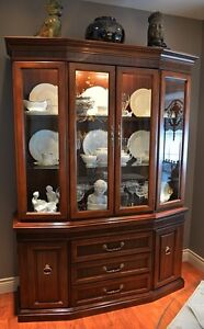 Solid Wood Dining Room Table 4 Chairs 2 Leaves & China Cabinet