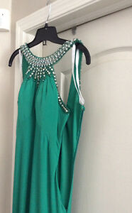 Long sleeveless backless green dress Strathcona County Edmonton Area image 5