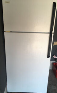 Excellent condition Kenmore Refrigerator.. moving must sell !