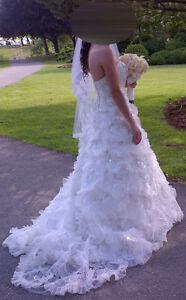 BEAUTIFUL ( LIKE NEW ) WEDDING DRESS FOR SALE