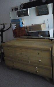 Mobilier de chambre a coucher Négociable