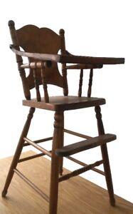 Magnifique chaise haute en bois antique