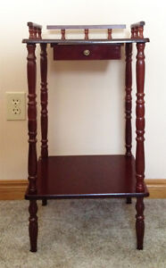 Small accent table - London Ontario image 1