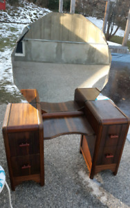 Vintage Vanity w/Mirror *Delivery Available*