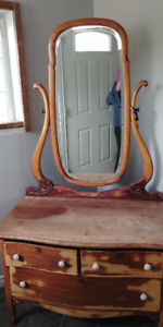 dressing table with mirror...needs finishing.....