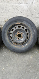 4 rims 15 pouces 5x114.3 bolt pattern avec pneu hiver usagé