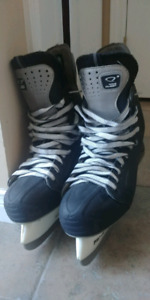 Nike quest ice skates 9D