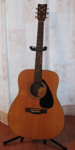 Yamaha F310 Acoustic Guitar in Great Condition