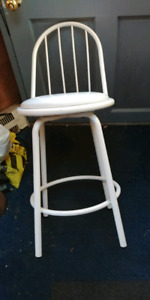 WHITE.  METAL. SWIVEL CHAIR ONLY 15.00