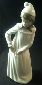 """1970's NAO Spain (by LLADRO) """"YOUNG GIRL IN TORN NIGHTGOWN"""""""