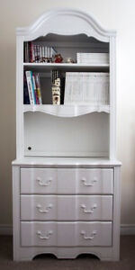 Stanley Furniture Bookcase/Hutch in Great Condition