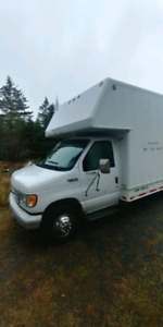 Ford E-450 moving van