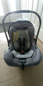 Nuna Pipa infant car seat with base