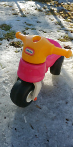 Tricycle avec grosses roues Little tikes