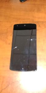 Nexus 5 a vendre écran légèrement craquée