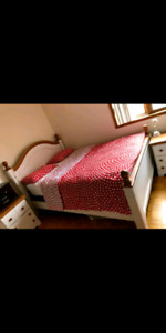 Queen size bedroom for sale with all that comes in the pictures