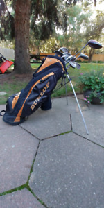 Dunlop Stand/Carry Golf Bag with Leftie Golf Clubs