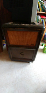 Fleetwood record player/AM radio