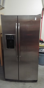 Fridge/Freezer with ice and water dispenser-Stainless Steel