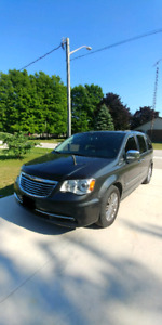 2011 Chrysler Town & Country fully loaded FWD $11,500