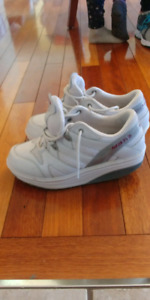 Mbt sneakers size 9