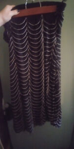 REDUCED*SIZE 2X Beautiful FOREVER 21 Black & White Skirt * IF AD